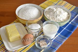 Ингредиенты: свежие дрожжи, сливочное масло, кефир, сахар, мука, а также яйца и кокосовая стружка.
