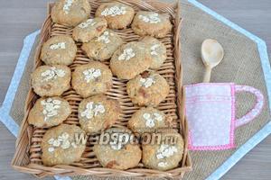 Переложить печенье на плетёнку или на решётку для остывания. Печенье долго хранится в закрытой коробке.