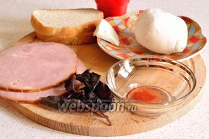 Для приготовления канапе нужно запастись ветчиной (2-3 ломтика), Моцареллой, веточкой базилика (фиолетовый или зелёный, можно заменить и рукколой), молотой паприкой, парой кусочков батона, кусочек сливочного масла.