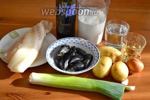 Ингредиенты для похлёбки: филе белой рыбы (у меня путассу), мидии, филе анчоусов, картофель, лук репчатый и лук-порей, чеснок, белое сухое вино, рыбный бульон, молоко, оливковое масло, соль и перец по вкусу.