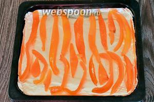 Выкладываем наши грейпфрутовые полоски на противень.