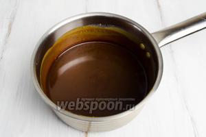 В первую очередь приготовить  карамельный соус . Взять 100 мл.