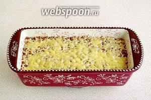 Запекать в духовке, разогретой до температуры 180°C, в  течение 15 минут. Подать горячей.