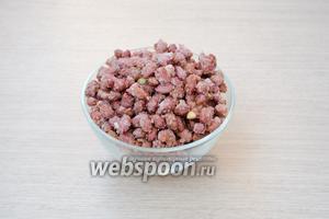 Переложить арахис в сахарной глазури в любую подходящую форму.