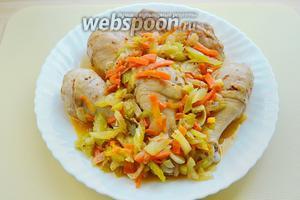 Наше блюдо готово, выкладываем на тарелку и подаём с  овощами. Что может быть приятнее мягкого, сочного, ароматного куриного мяса. Кушайте и будьте здоровы!