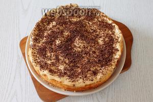 Перед подачей торт освобождаем от формы и посыпаем тёртым шоколадом. Наш торт «Нежность с крем-брюле» готов. Приятного чаепития!