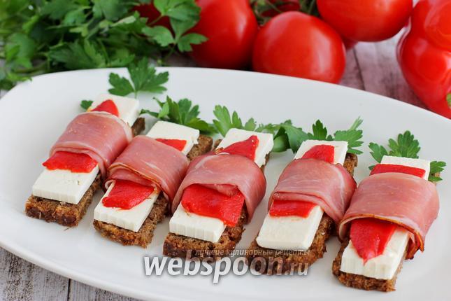 Фото Бутерброды с беконом закусочные