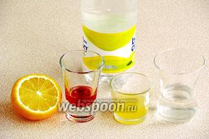 Для приготовления напитка нужно взять охлаждённую водку, ананасовый сок, лимонный сок, вишнёвый ликёр и минеральную сильногазированную воду.
