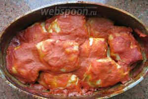 Приготовить голубцы можно и в духовке, стоит использовать поддон для соуса. Подаём со сметаной Приятного аппетита!
