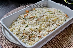 Сверху присыпать хлебной крошкой и полить равномерно 1 ст. л. оливкового масла. Запечь при 200°С минут 12-15 до румяной корочки.