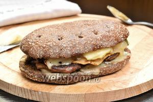 Сэндвич тёплый с утиным филе