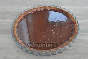 Залить в форму шоколадный ганаш.