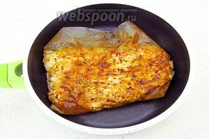 Обжарить филе с двух сторон до подрумянивания.
