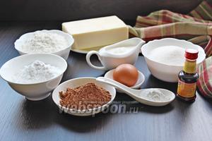 Приготовим все ингредиенты по списку: сливки, сахарная пудра, масло, ваниль, яйца, соль, сахар, разрыхлитель, мука, какао. Масло сливочное и для теста, и для крема надо вынуть из холодильника заранее, чтобы оно было очень мягким.