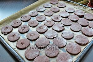 Готовое печенье вынуть и остудить.