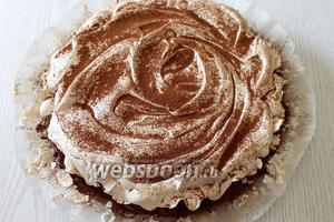 Готовый пирог по желанию посыпаем какао. Приятного чаепития!