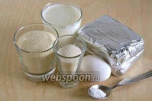 Для приготовления ленивых вареников нам необходим творог (зернистый или сухой пастообразный), манка, соль, сахар, кефир и яйцо.