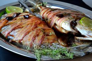 Выпекать в разогретой духовке 25-30 минут. Через 10-15 минут после начала запекания, перевернуть рыбу 1 раз. Готовую рыбу сразу подать на стол!