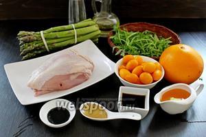 Приготовим все ингредиенты по списку: соус, мёд, горчица, апельсин, спаржа, соль, руккола, перец, масло, курица, кумкват.