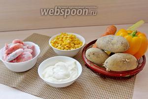 Приготовим все ингредиенты по списку: укроп, сыр, соль, сельдерей, перец, морковка, кукуруза, креветки, картошка.