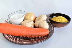 Для приготовления сливочного пшенного супа с грибами понадобятся — шампиньоны (3 крупные штуки), лук (1 небольшая луковица), морковь (1 маленькая или половинка средней), пшенная крупа 3 столовые ложки без горки, жирные сливки, соль и перец чёрный молотый.