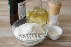 Для приготовления теста понадобится пиво, мука, сахар, соль и оливковое масло.