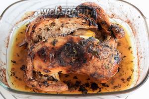 Запекаем в заранее разогретой духовке, при 200°С, около 30 минут. Затем повышаем до 220°С и готовим до полной готовности, ещё 30-40 минут, в зависимости от размера вашей курицы. Время рассчитано для курицы в 1 кг 200 г. Приятного аппетита!
