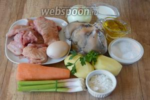 Для приготовления нам понадобится курица, морковь, картофель, вёшенки, лук зелёный, лук репчатый, укроп, петрушка, яйцо, кефир, мука, сахар, перец чёрный молотый, соль, разрыхлитель, масло подсолнечное.