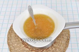 Мёд с желатином разогреть на паровой бане до растворения желатина. Влить в сахарную пудру и заводить сахарное тесто.