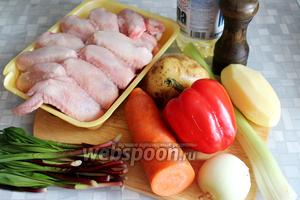 Для запекания взять куриное мясо, картофель, морковь, лук, перец, сельдерей, черемшу, масло, соль.