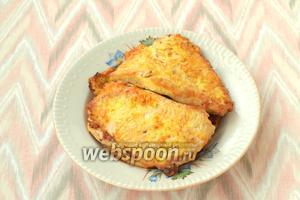 Выложить все отбивные на общую тарелку, затем можно сервировать и подавать. Приятного аппетита!