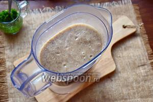 Когда наш суп сварится, пюрируем его в блендере.