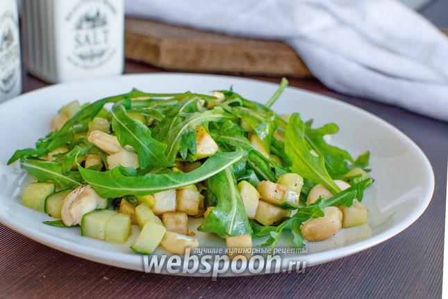 Фото Салат из рукколы с орехами
