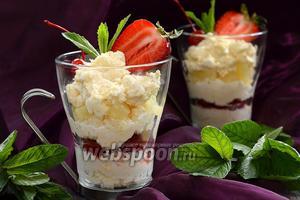 Творожный десерт с ананасами и вишней