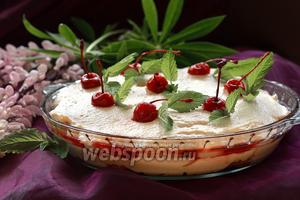 Творожно-сливочный десерт с вишней и савоярди