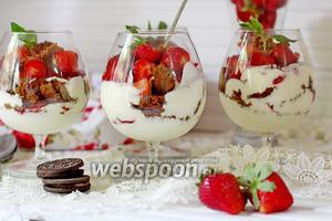 Десерт с клубникой и йогуртом