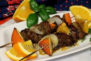 Сервировать дольками апельсина и свежим базиликом.
