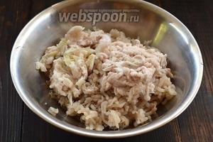 Рыбу разобрать на филе без кожи, пропустить через мясорубку рыбу, сало и луковицы.