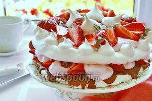 Творожный торт с безе и клубникой