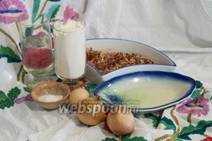 Возьмём все необходимые компоненты для блюда Манты с бараньим фаршем: яйцо, воду, муку, соль, растительное масло, бараний фарш, репчатый лук, красный перец.