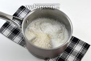 Соединить 180 мл молока, сахар и кокосовую стружку. Довести до кипения и проварить на маленьком огне 2-3 минуты.