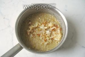 Жареный лук добавляем в готовую чечевичную кашу и перемешиваем. Начинка для пирожков готова.