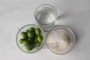 Для приготовления нам потребуется алыча, сахар и вода. Также минеральная вода.