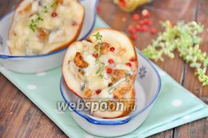 Груши, запечённые с сыром горгонзола и грецкими орехами