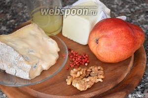 Для приготовления блюда нам понадобится сыр Горгонзола, груши, орехи, лимонный сок, сливочное масло и розовый перец.