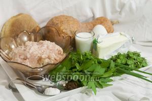 Возьмём для запеканки следующие продукты: фарш куриный, тыкву, листья молодого чистяка весеннего, зелёный лук, горный сельдерей, укроп, гусиное яйцо, соль,  Мадрасский карри острый , белый хлеб, козье молоко.