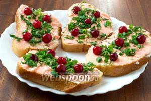 Эти бутерброды хороши как для вкусного и полезного перекуса, так и в качестве закуски под крепкие горячительные напитки.