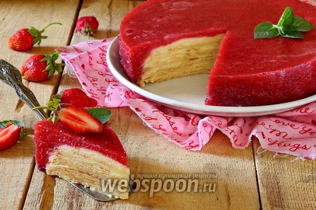 Фото Блинный торт с клубничным желе