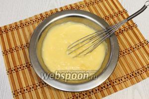 Пудинг размешиваем в холодном молоке с сахаром и доводим, помешивая, до кипения.