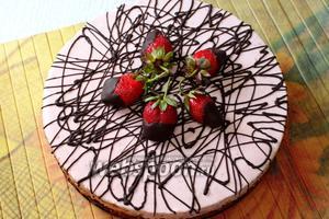 Готовый торт освобождаем от формы, украшаем по желанию. Приятного чаепития!